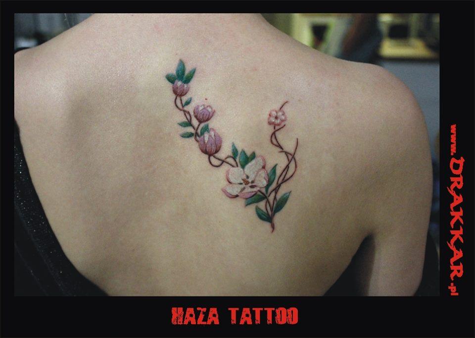 motyw z kwiatem, tatuaż