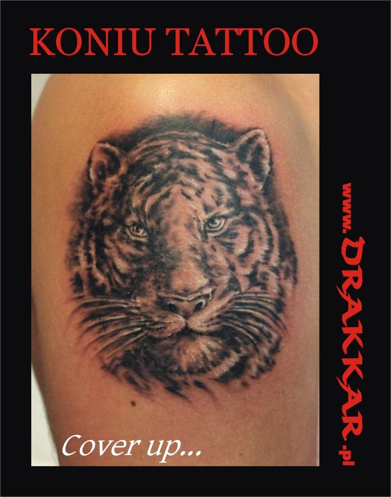 tatuaż z tygrysem jako cover up